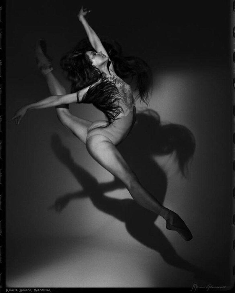La ballerina durante una seduta di allenamento