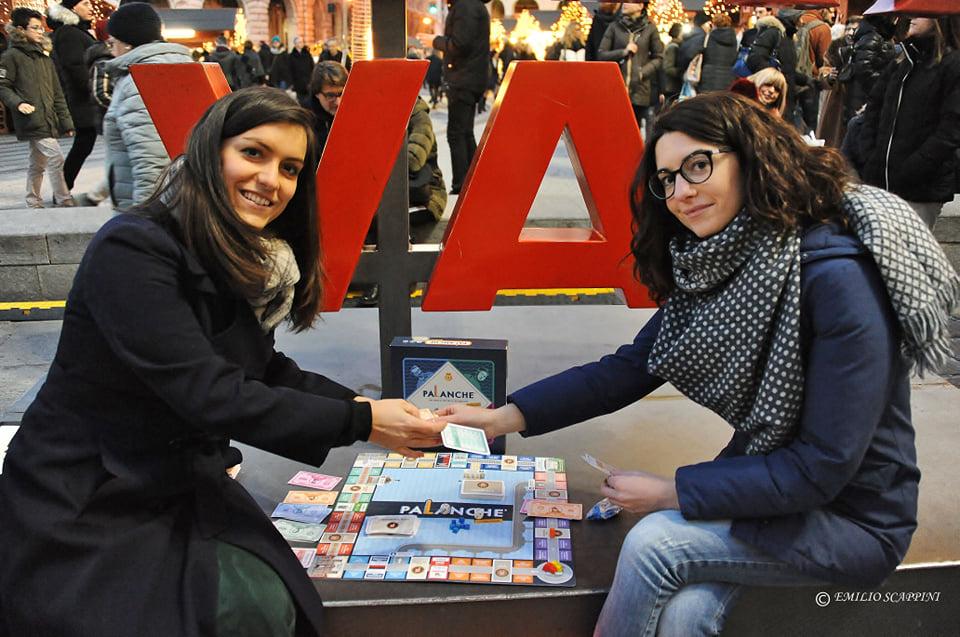 Valeria Guaragno e Paola Barisone in piazza De Ferrari